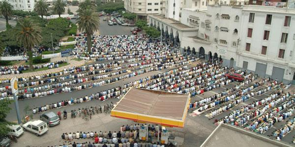 Au Maroc aussi problème des prières dans les rues